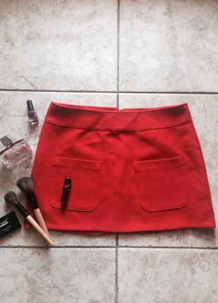 Червона спідниця з кишенями