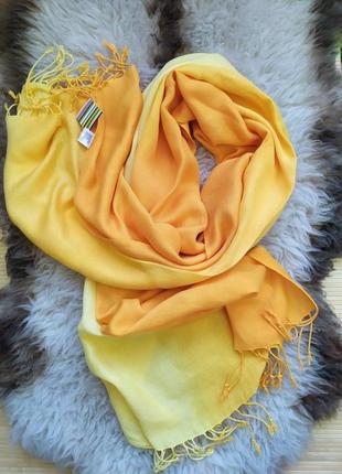 Широкий жёлтый  шарф палантин вискоза с переводом цвета вискоза индия / хиджаб