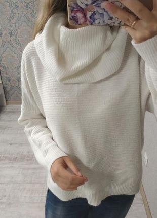 Стильный актуальный тёплый свитер оверсайз