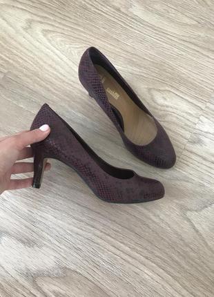 Новые туфли на маленьком каблучке, марсала, clark's. 38р