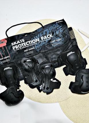 Комплект защиты: налокотники, наколенники, защита запястий