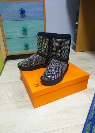 Угги ботинки зимние сапог с камнями