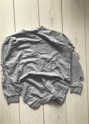 Серый удлиненный свитшот с рванностями