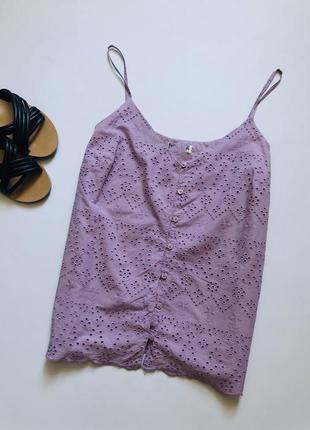 Актуальный лавандовый топ из прошвы, лавандовая блуза из прошвы