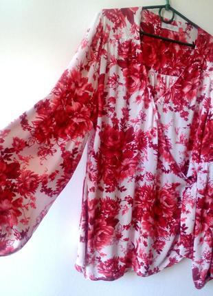 Трендовая блуза на запах с актуальными рукавами цветочный принт