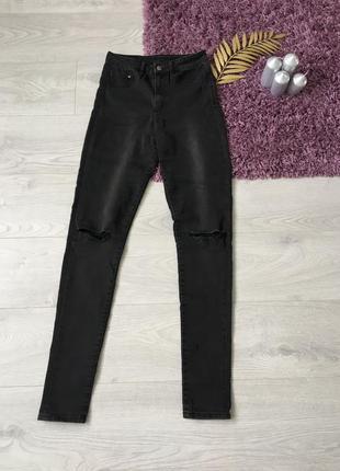 Темно серые джинсы h&m с порванными коленками