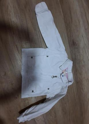 Біла джинсова курточка, джинсовка