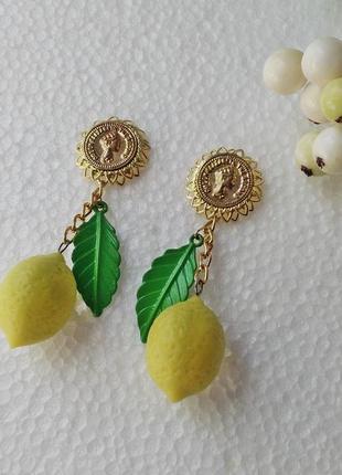 Оригинальные серьги с лимонами.