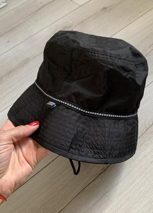Чёрная актуальная шляпка 2020