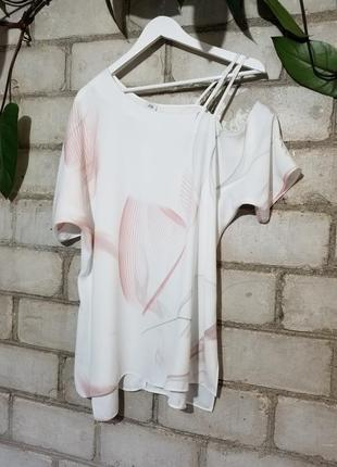 Стильная блуза с открытым плечом