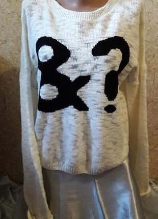 Симпатичный белый свитер с черным &?