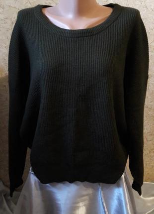 Симпатичный свитер с завязкой на спине цвета темного хаки