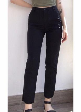 Классические брюки из плотной ткани в идеальном состоянии