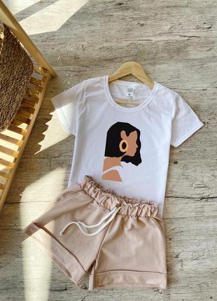 Шорты и футболка костюм с шортами