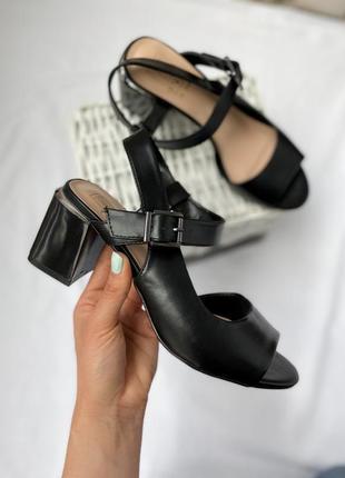 Шикарные 🤩 босоножки на среднем каблуке! базовые черные босоножки!