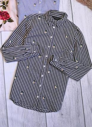 Рубашка в белую черную клетку с вышитыми ромашками