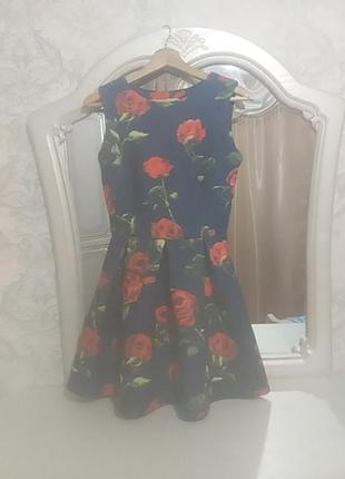 Красивейшее платье с розами.
