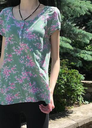 Женская футболка laura ashley