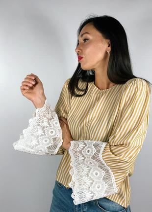 Легкая блуза с рукавами клёш
