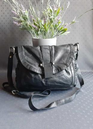 Кожаная красивая черная сумка кроссбоди фирмы betty jackson