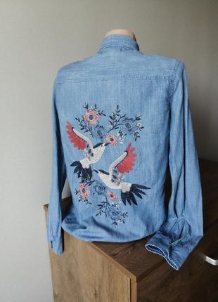 Джинсовая котоновая рубашка с красивой вышитой спиной. лёгкая рубашка джинс хс-с