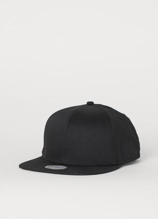 Мужская чёрная кепка h&m с ровным козырьком