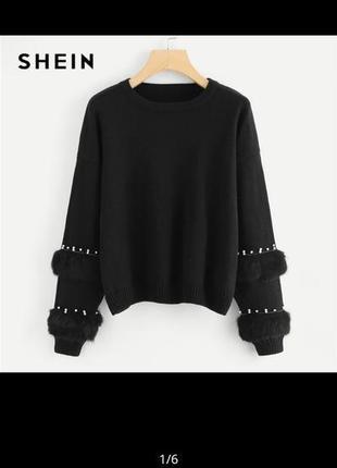 Красивый теплый свитер с мехом на рукавах