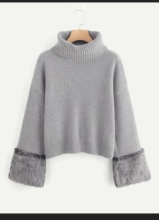 Стильный тёплый свитер оверсайз с мехом
