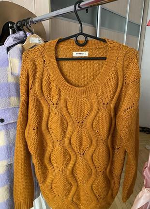 Мягкий горчичный свитер