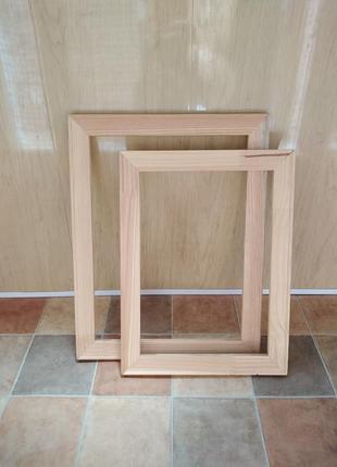 Деревянная рамка для рукоделия.