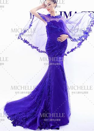 Свадебное платье для беременных синего цвета с фатой