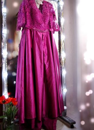 Брендовое праздничное нарядное вечернее свадебное длинное платье с камнями шлейфом