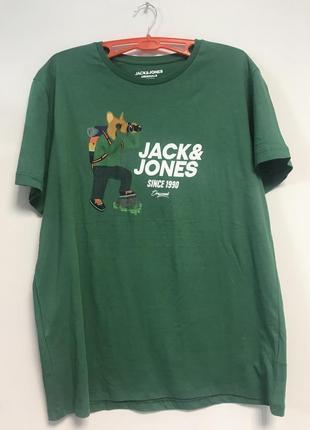 Стильная футболка известного бренда