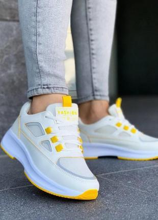 Кроссовки белые с желтым