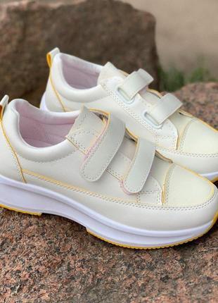 Кроссовки белые с желтым на липучках