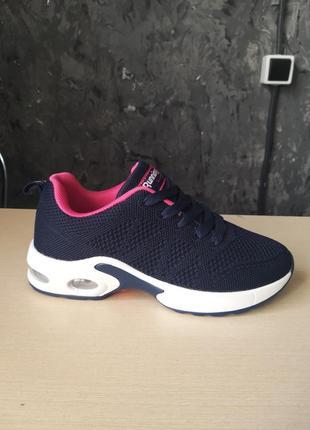 Класні нові кросівки