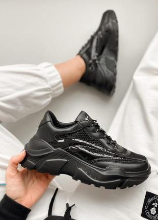 Кроссовки черные сеточкой