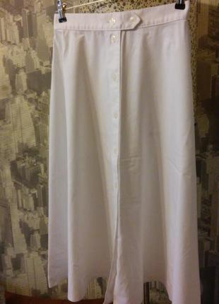 Трендовая юбка-миди на пуговицах.