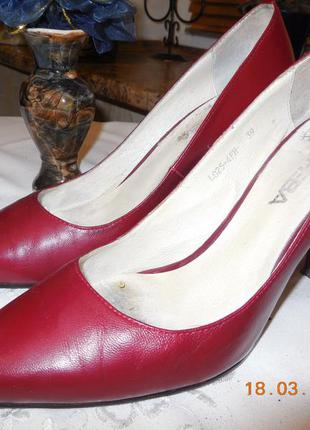 Туфли бордо.