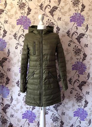Оливковая удлинённая куртка