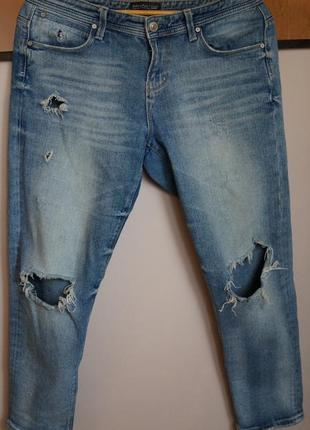 Рваные джинсы бренда colin`s