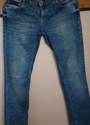 Классные повседневные джинсы  colin`s