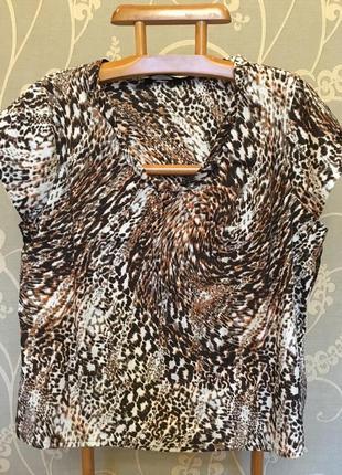 Очень красивая и стильная брендовая блузка в разводах.