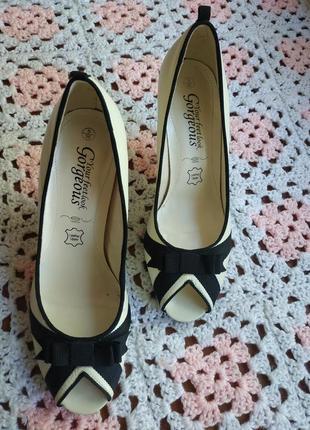 Розкошные женские туфли new look кожа
