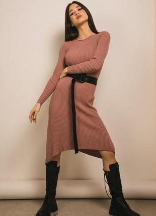 Вязаное платье с асимметричным низом