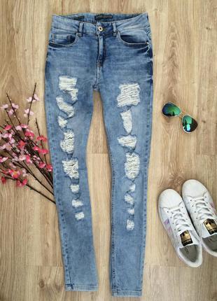 Рваные скини джинсы bershka