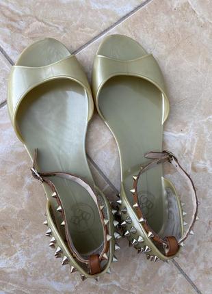Резиновые босоножки сланцы пляжная обувь bcbgeneration