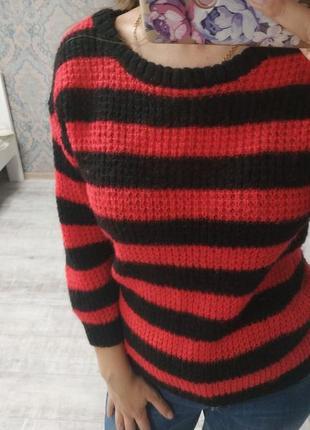 Новый красивый свитер в полоску с мохером