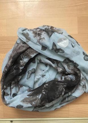 Большой тонкий шарф с черепами и бабочками