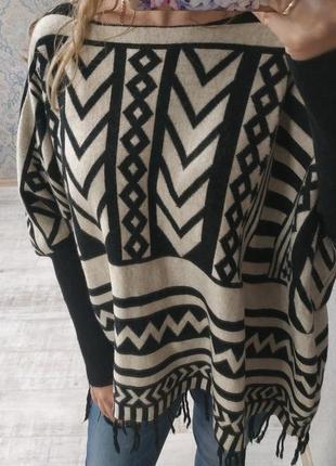 Теплый красивый мягкий приятный свитер бохо кейп
